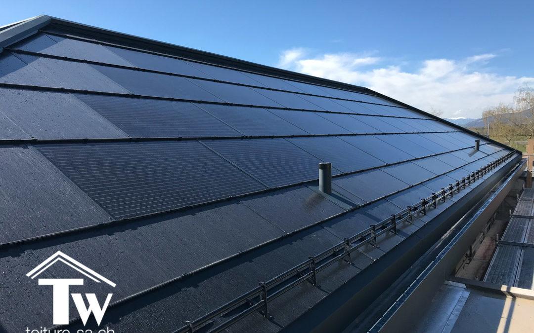 Panneaux photovoltaïques SOLTOP sur des toitures de villas à Gingins
